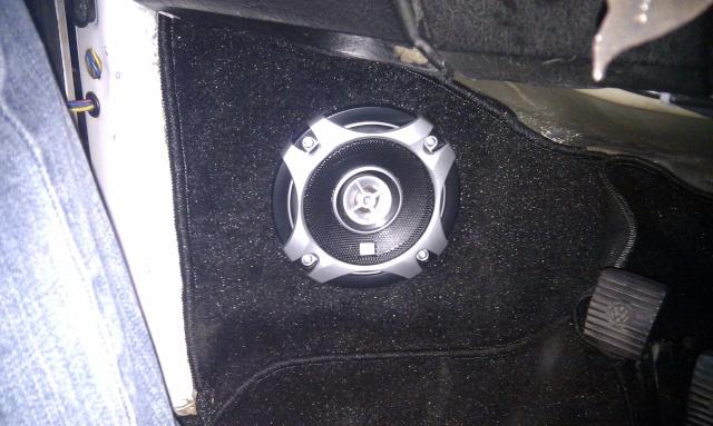 supports haut-parleurs avant pour superbeetle Imag0217