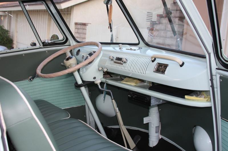 Deluxe 13 fenetres 1964 Interi12