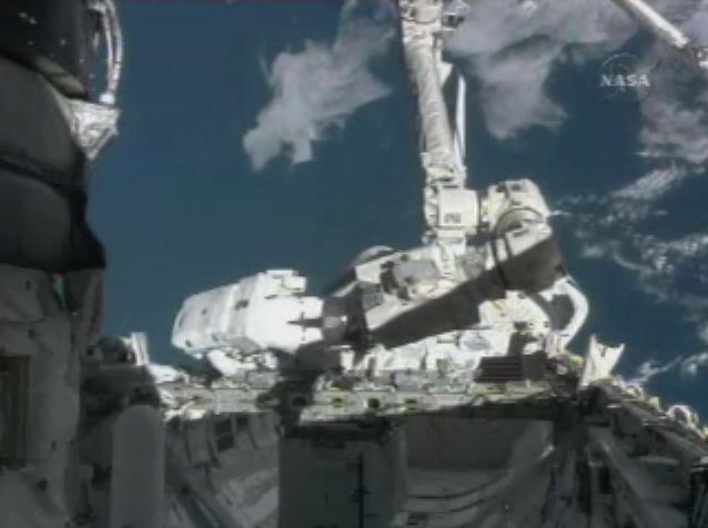 [STS122] EVA3 Croppe11