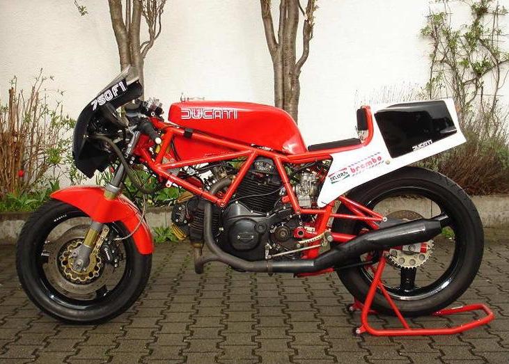 Ducati F750 Pictu111