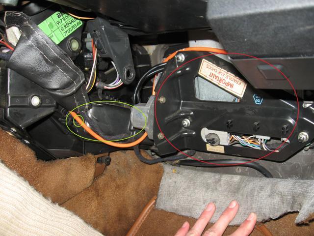 [TUTO] Changement du radiateur de chauffage R25 sans tomber le T.B. Pilote10