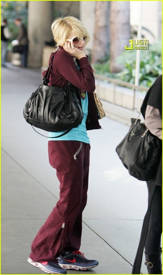 Candids: Paris Hilton to Star as Supergirl (17-12) Paris-13