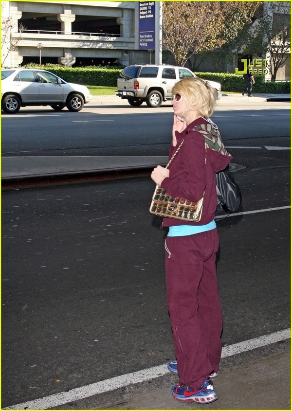 Candids: Paris Hilton to Star as Supergirl (17-12) Paris-16