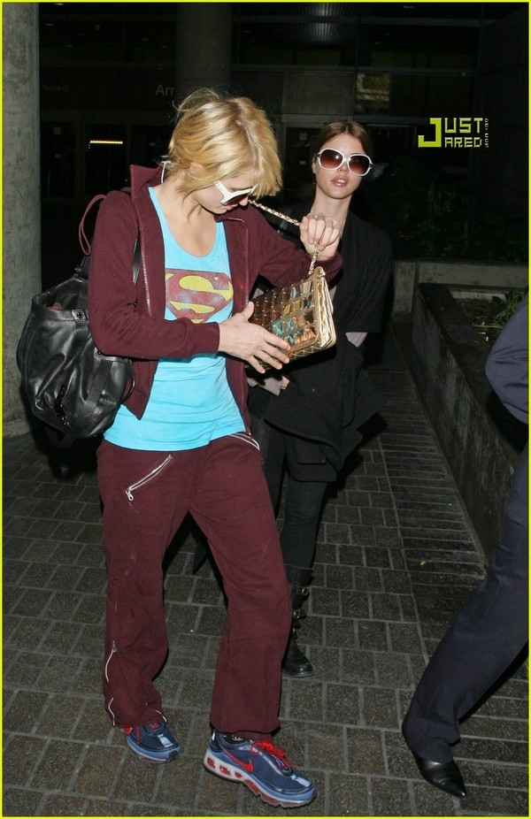 Candids: Paris Hilton to Star as Supergirl (17-12) Paris-25