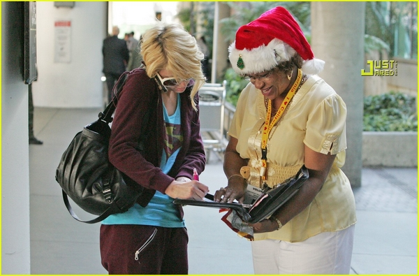 Candids: Paris Hilton to Star as Supergirl (17-12) Paris-32