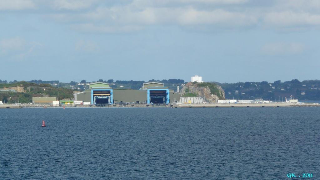 [Les bases de sous-marins] ILE LONGUE - Page 4 P1140433