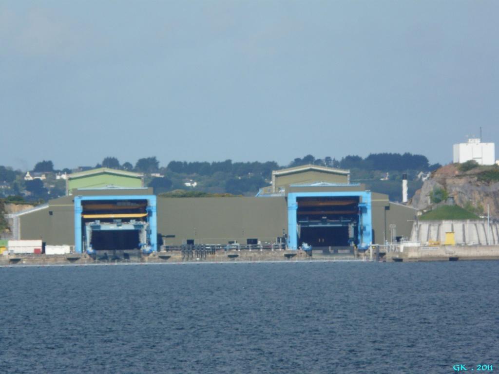 [Les bases de sous-marins] ILE LONGUE - Page 4 P1140434
