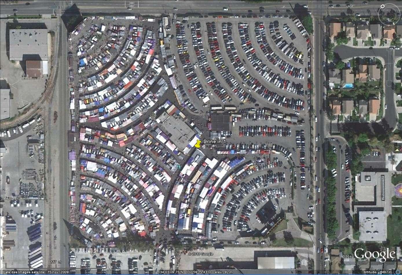 """""""Drive-in theaters"""" transformés en vide-grenier ( swap meet area, open air flea market ), Californie, USA Drive110"""