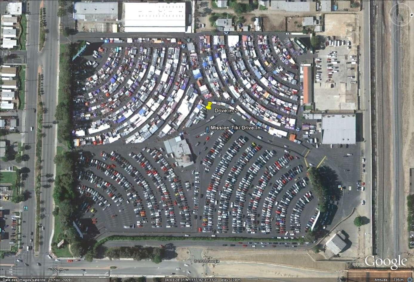 """""""Drive-in theaters"""" transformés en vide-grenier ( swap meet area, open air flea market ), Californie, USA Drive_10"""