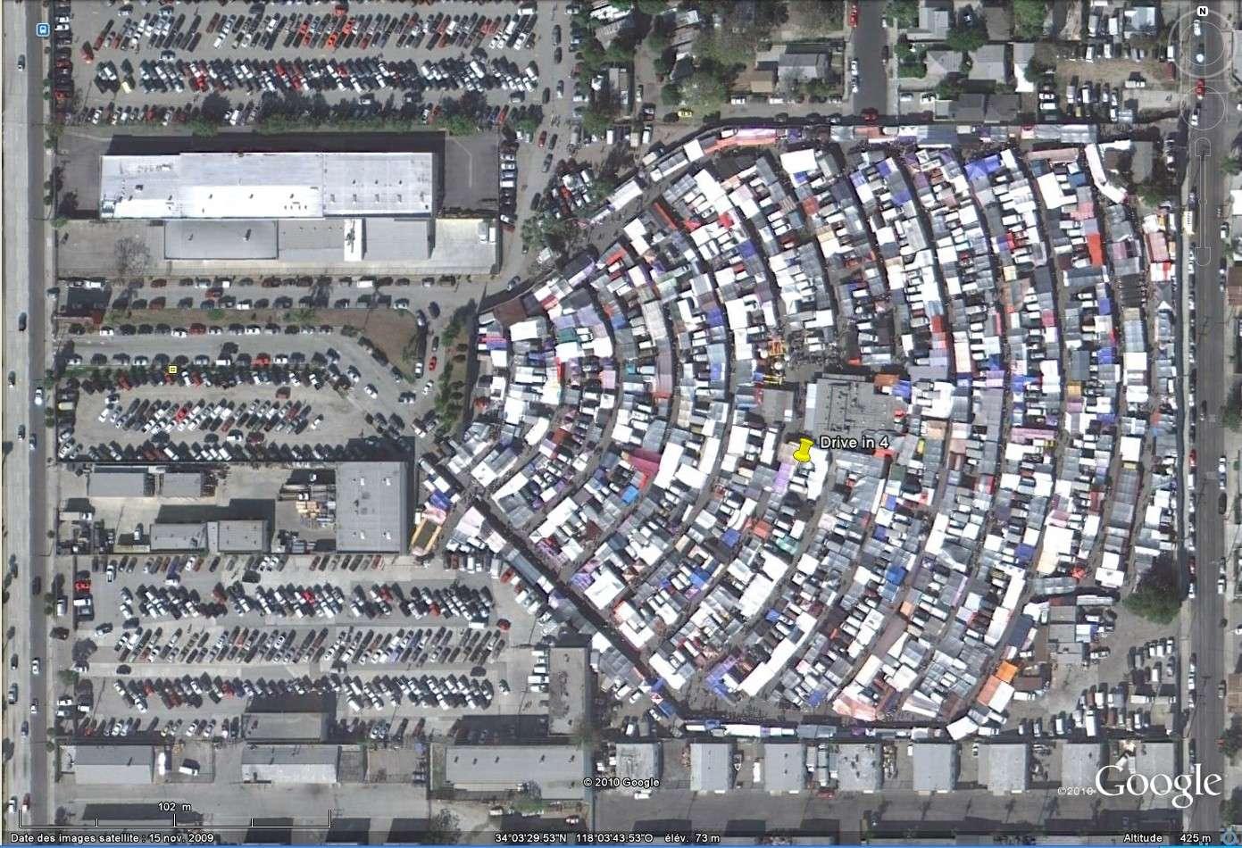 """""""Drive-in theaters"""" transformés en vide-grenier ( swap meet area, open air flea market ), Californie, USA Drive_12"""