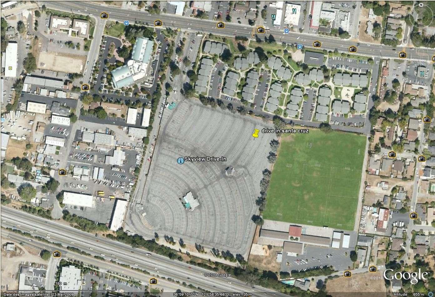 """""""Drive-in theaters"""" transformés en vide-grenier ( swap meet area, open air flea market ), Californie, USA Drive_18"""