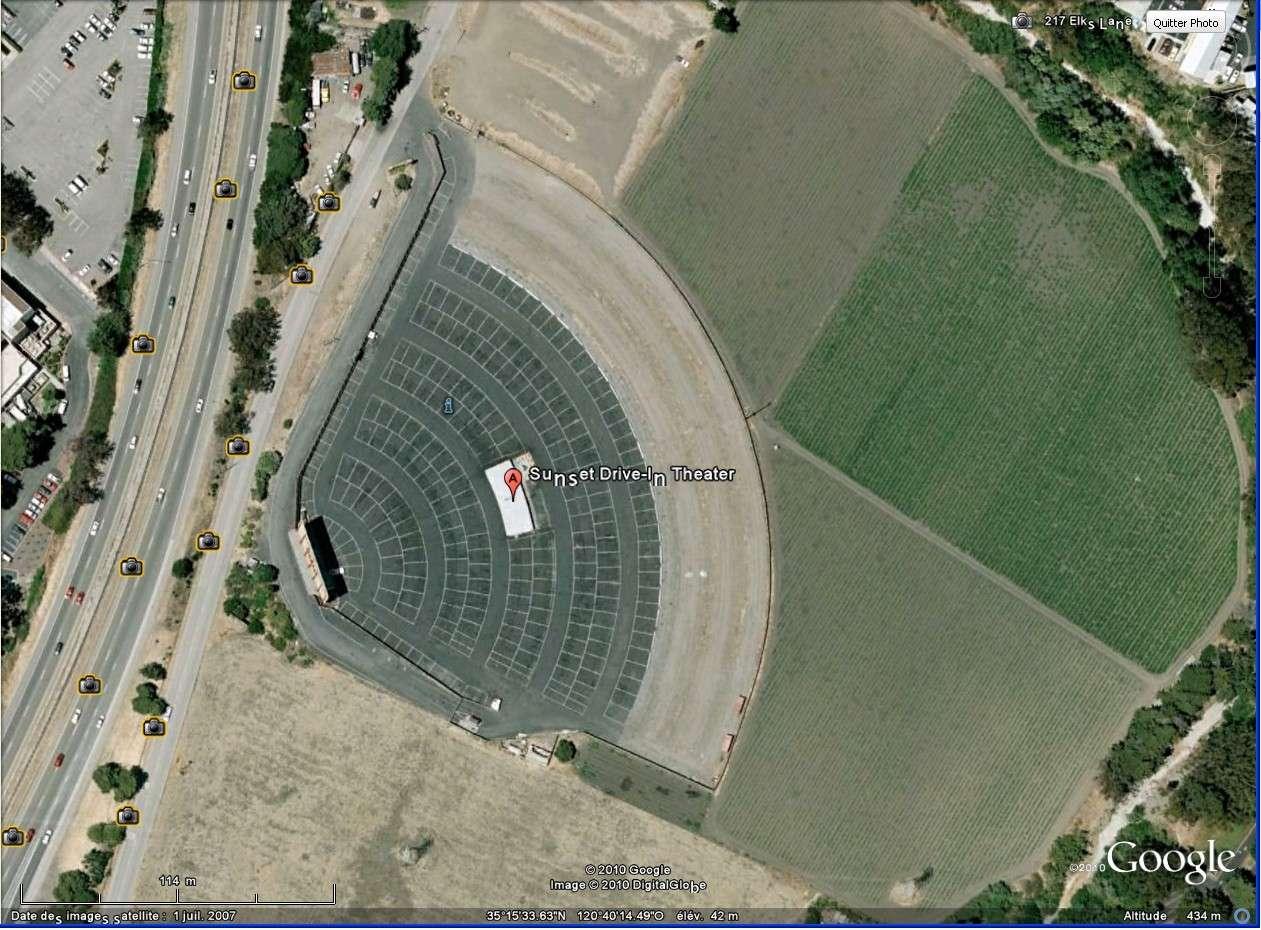 """""""Drive-in theaters"""" transformés en vide-grenier ( swap meet area, open air flea market ), Californie, USA Drive_19"""