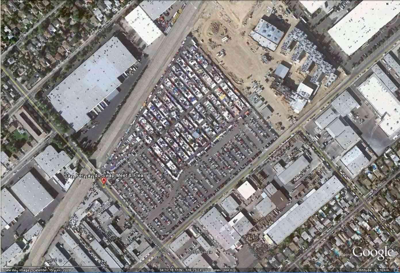 """""""Drive-in theaters"""" transformés en vide-grenier ( swap meet area, open air flea market ), Californie, USA Sanfer10"""