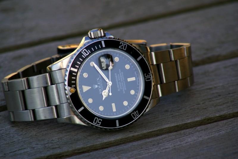 Aidez mon frère à trouver sa nouvelle montre. Dsc06410