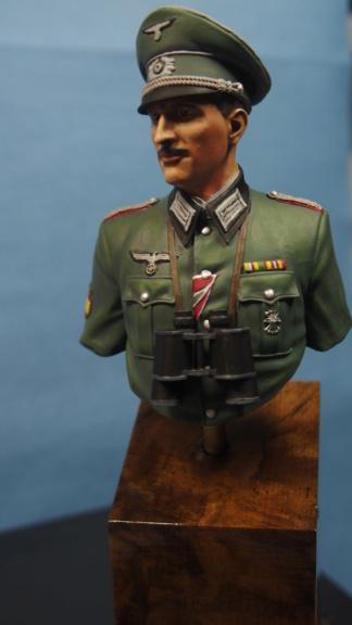 Vitrine phil38 - Deuxième buste (officier Espagnol) P5040113