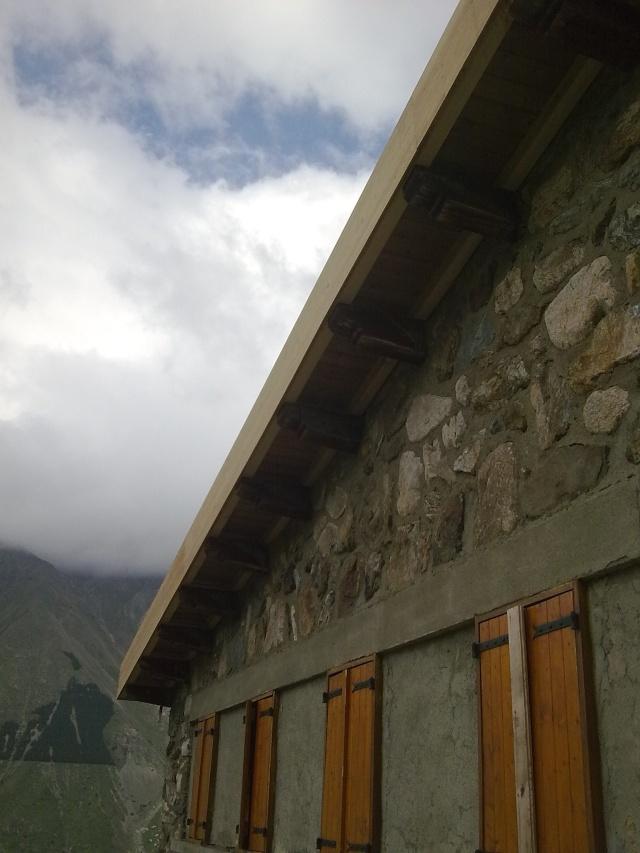 Travaux du toit du refuge Photo414