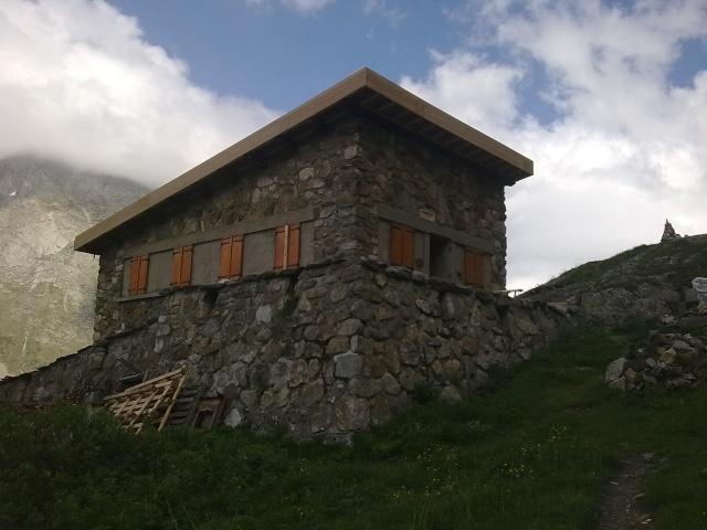 Travaux du toit du refuge Photo416