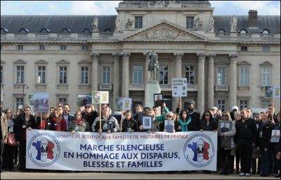 Marche silencieuse en hommage aux soldats français Marche11