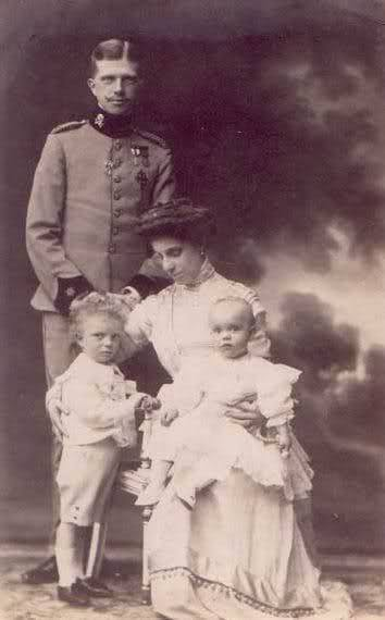 Ferdinand de Bavière et L'Infante Maria Teresa 2u9pzx10