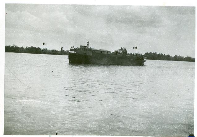 Les flottilles amphibies en Indochine - Fais et Fain - Dinas - Page 3 Indo710
