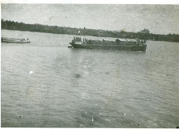 Les flottilles amphibies en Indochine - Fais et Fain - Dinas - Page 3 Indo810