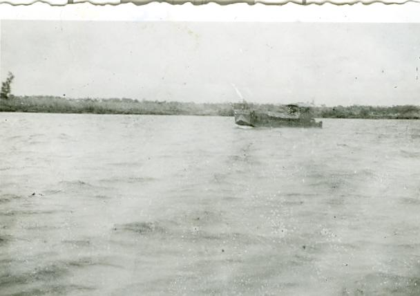 Les flottilles amphibies en Indochine - Fais et Fain - Dinas - Page 3 Indo910