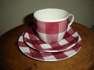 Crown Lynn - Red checked tableware Dsc00013