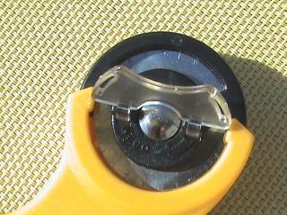 [TECHNIQUE DEBUTANT] [COUPE]  Planche de découpe et cutter rotatif Dsc06018