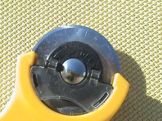 [TECHNIQUE DEBUTANT] [COUPE]  Planche de découpe et cutter rotatif Dsc06019