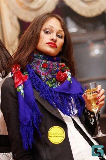 Варианты повязывания и ношения павловопосадских платков. Как носить платки. Как завязать платок. E111110
