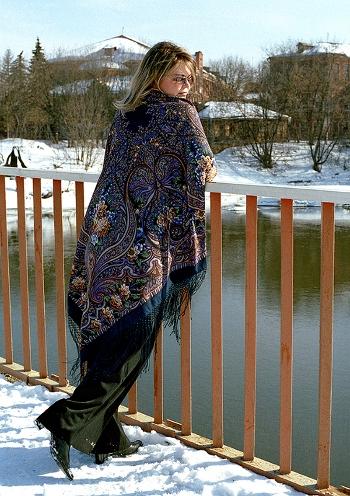 Варианты повязывания и ношения павловопосадских платков. Как носить платки. Как завязать платок. Platok10