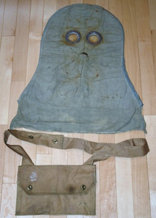 1916 Gas Hood and Bag Gh00110