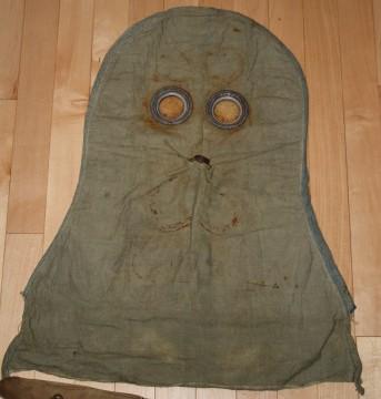 1916 Gas Hood and Bag Gh00310