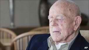 Last WWI Combat Veteran Claude Choules Dies Aged 110 _5253810