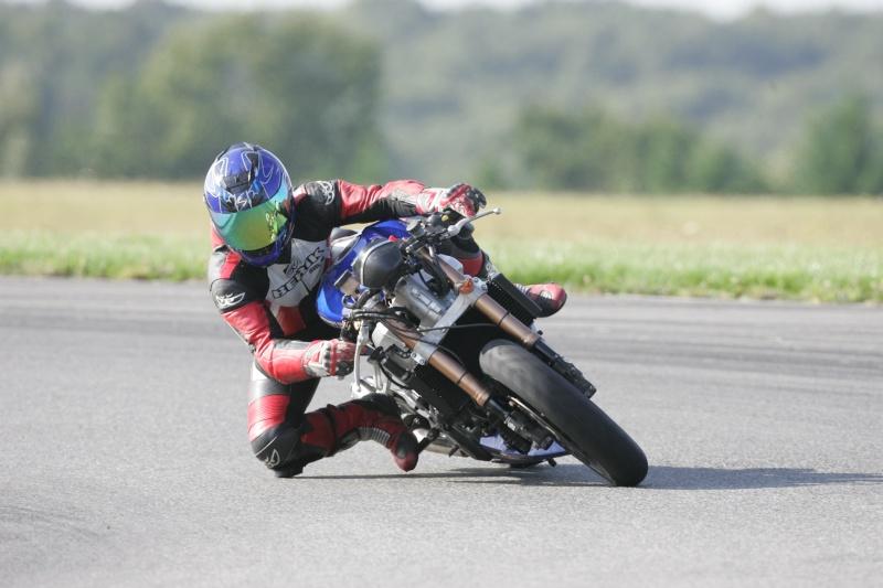 La moto sur circuit - Page 3 Hq0r7711