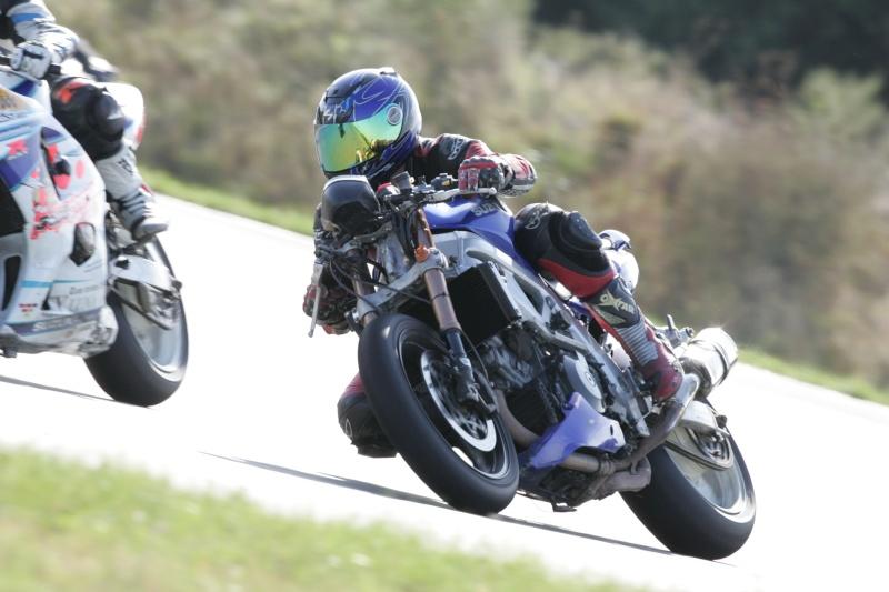 La moto sur circuit - Page 3 Hq0r7910