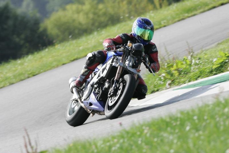 La moto sur circuit - Page 3 Hq0r8110