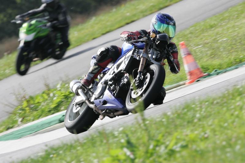 La moto sur circuit - Page 3 Hq0r8111