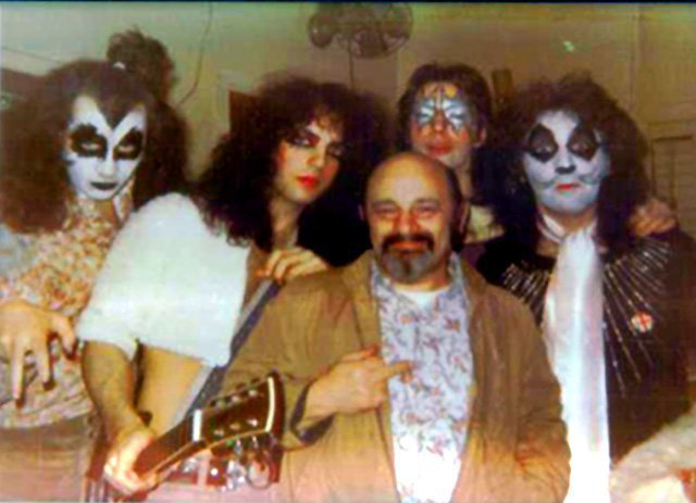 KISS FAMILY... - Page 4 18013910