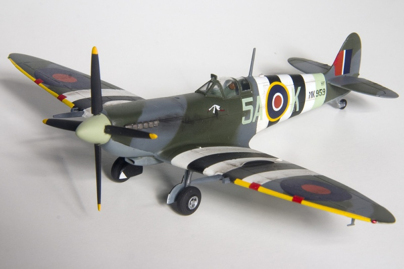 Spitfires in 72nd scale. 8614_i10
