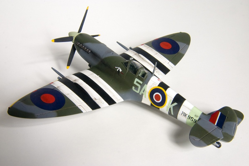 Spitfires in 72nd scale. 8615_i10