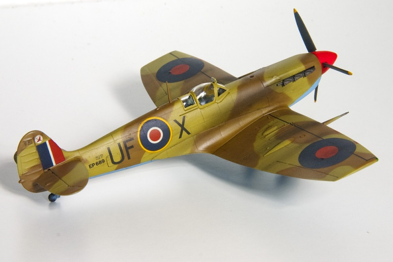 Spitfires in 72nd scale. 8621_t10