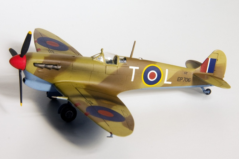 Spitfires in 72nd scale. 8630_i10