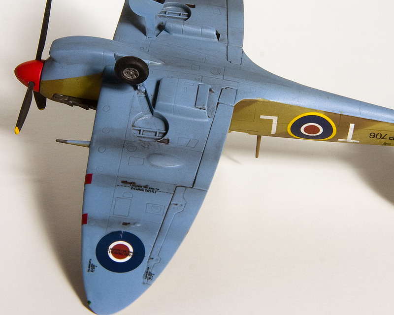 Spitfires in 72nd scale. 8631_i10