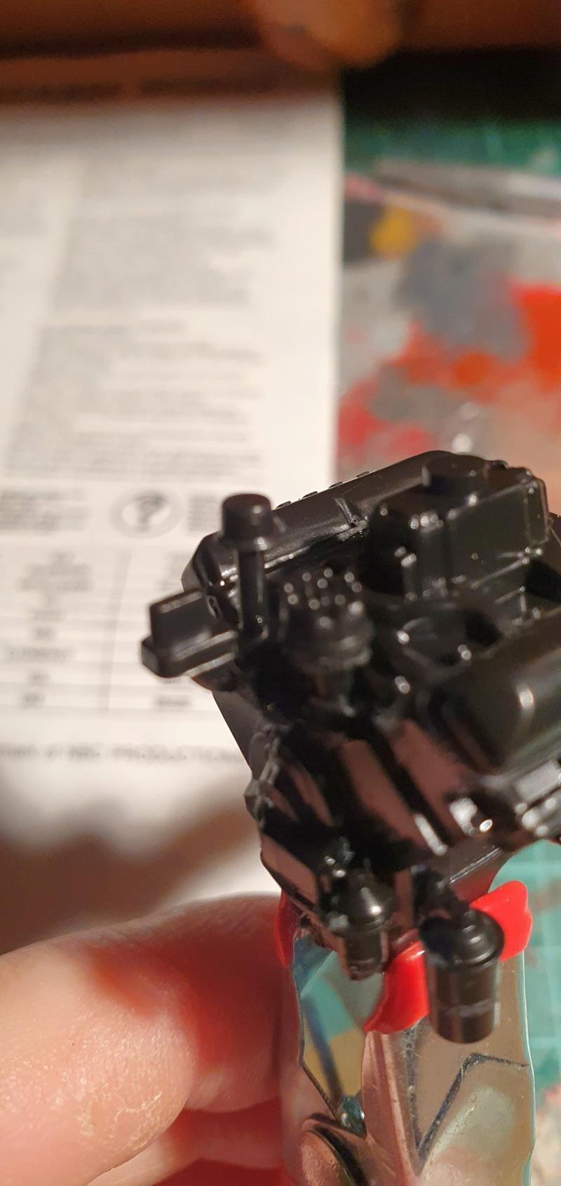 Elvira´s Macabre Mobil-1958er Ford T-Bird Convertible Coupé Monogramm 1:24 20202500