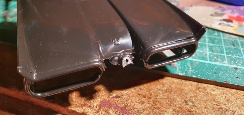 Elvira´s Macabre Mobil-1958er Ford T-Bird Convertible Coupé Monogramm 1:24 20202506