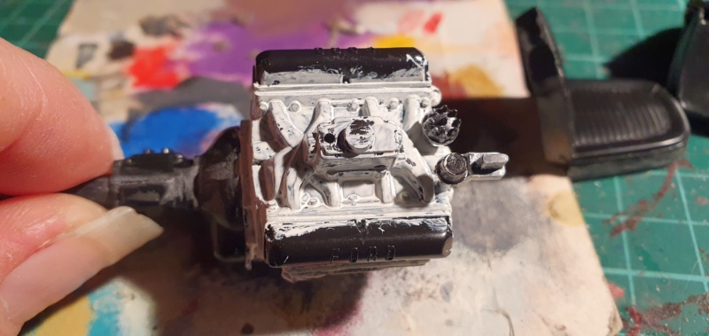 Elvira´s Macabre Mobil-1958er Ford T-Bird Convertible Coupé Monogramm 1:24 20202555