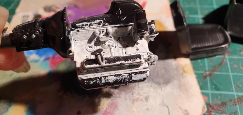 Elvira´s Macabre Mobil-1958er Ford T-Bird Convertible Coupé Monogramm 1:24 20202556