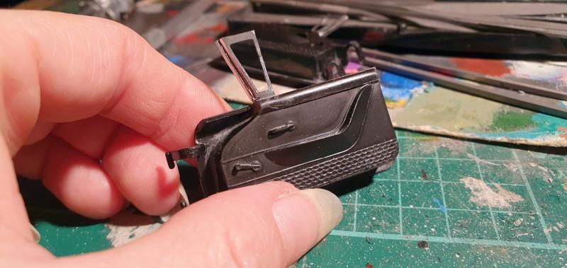 Elvira´s Macabre Mobil-1958er Ford T-Bird Convertible Coupé Monogramm 1:24 20202581