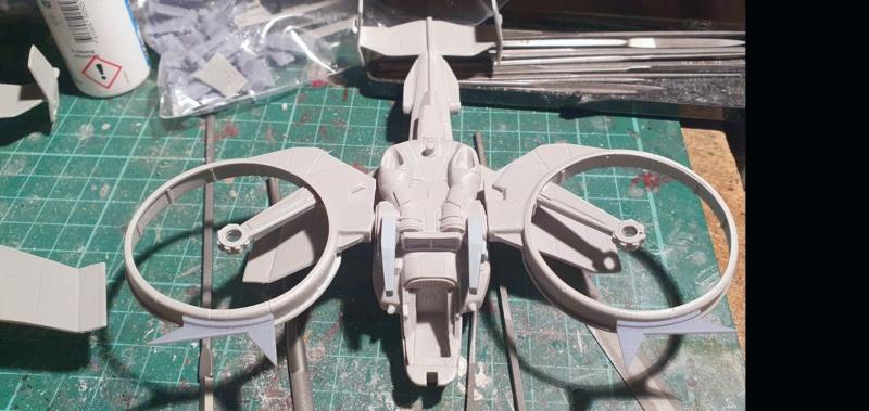 """Zwei AT-99 """"Skorpion"""" Gunships aus Avatar, 1:72 von Fantastic Plastic 20210560"""